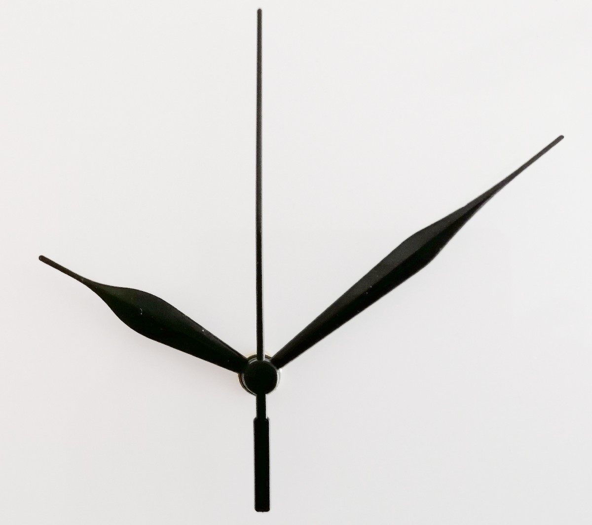 Clock movement with black hands